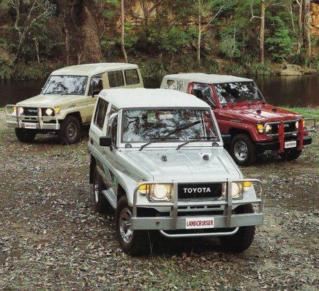 Toyota Land Cruiser 70 AUTOGRÁTIS