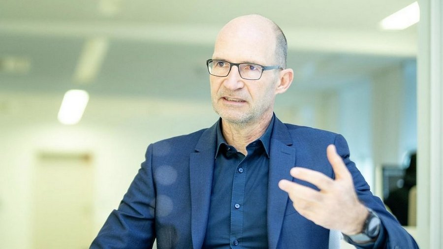 Klaus Bischoff AUTOGRÁTIS